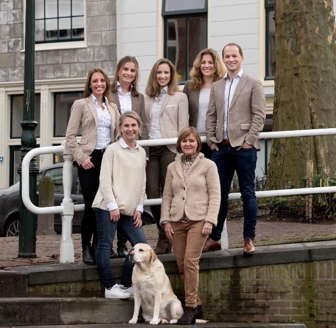 Team-Overspaern-Makelaardij-aankoopmakelaars-Haarlem-en-omgeving-voorgevel-makelaardij-floortje